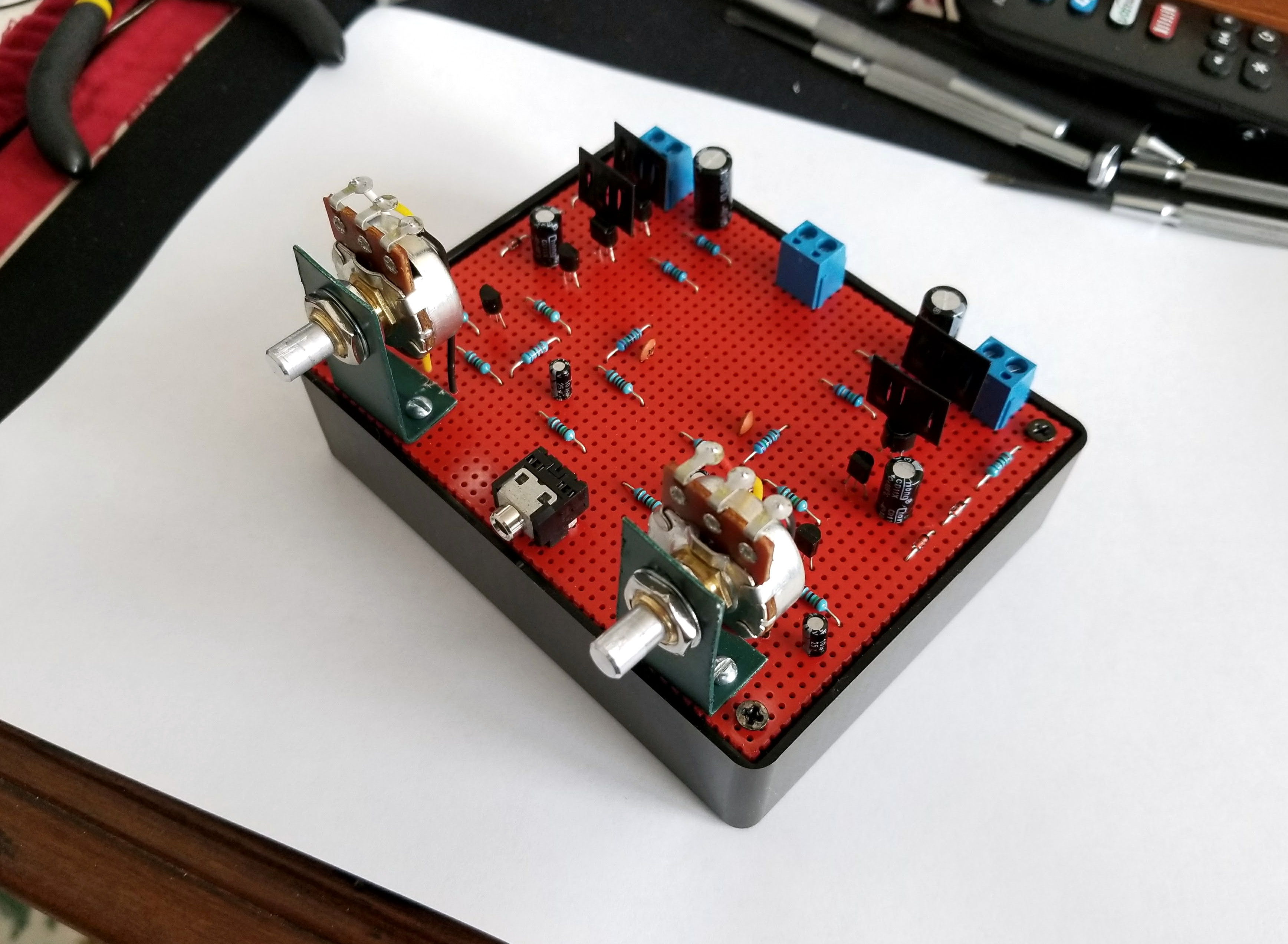 Build This 8 Transistor Stereo Amplifier Audio Power Amp Circuit Simple Schematic Collection The Assembly Manual Covers Setup And Operation Of Along With Some Modifications You Can Make To Double Output If Desired